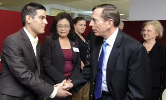 David Petraeus, right, greets USC School of Social Work student David Barr, a former Army captain who completed a one-year tour in Iraq. (USC Photo/Gus Ruelas)