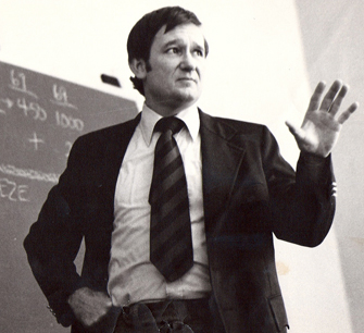 William Van Cleave directed the Strategic Studies Program at USC Dornsife's School of International Relations, where he was professor of international relations from 1967 to 1987. (Photo/Courtesy of Cynthia Van Cleave)