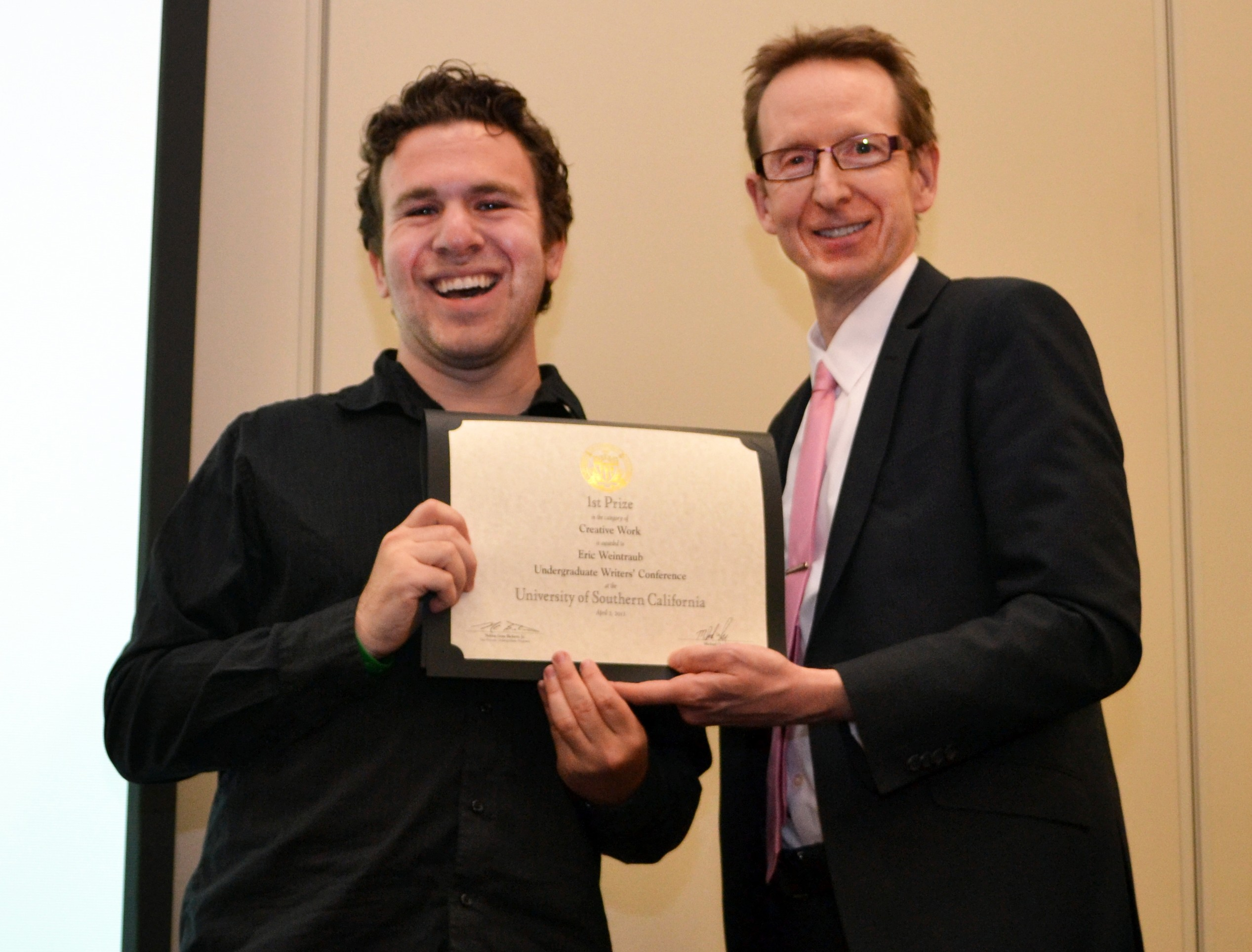 Eric Weintraub, a senior majoring in narrative studies at USC Dornsife, accepts his first-place prize from Michael Quick, executive vice provost and professor of biological sciences. (Photo/Heather Cartagena)