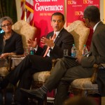 Mayor Antonio Villaraigosa discusses transportation issues with USC Price faculty Genevieve Giuliano and Raphael Bostic. (USC Photo/Tom Queally)