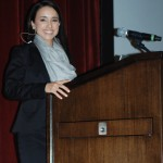 Stephanie Gonzalez delivers remarks at the Advanced Periodontics Residents Study Club Symposium. (Photo/Yun Wang)