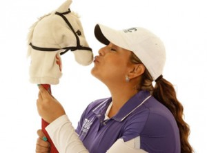 Lizette Salas shows her affection to her alma mater by giving a peck to a replica of the Trojan mascot white horse Traveler. (Photo/Ezra Shaw/Getty Images)