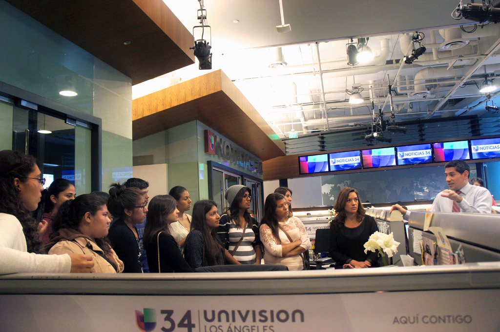 Univision journalists Cecilia Bográn and Alejandro Mendoza, right, chat about their careers with Neighborhood Academic Initiative students. (USC Photo/Teresa Lara)