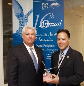 Steven Chen accepts the Pinnacle Award from American Pharmacists Association Foundation Board President Dan Luce. (Photo/Craig Thoburn)