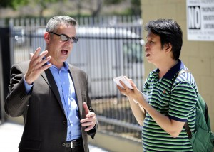Anthony Advincula, right, interviews William Pickle, executive director of West Bay Housing. (USC Photo/Gus Ruelas)