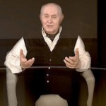 A holograph of Holocaust survivor Pinchas Gutter answers questions from students.