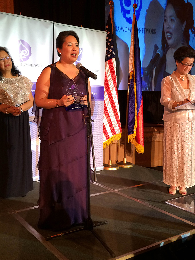Annalisa Enrile accepts the Global100 Award from the Filipina Women's Network.