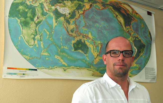 Thorsten Becker will use the Friedrich Wilhelm Bessel Research Award to continue his research on the dynamics of earthquake faults. (USC Photo/Michelle Boston)