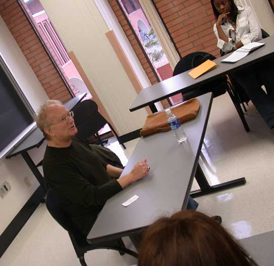 During Master of Professional Writing classes at USC Dornsife, Syd Field passed on his encyclopedic knowledge about the craft of screenwriting. (Photo/courtesy of USC Dornsife)