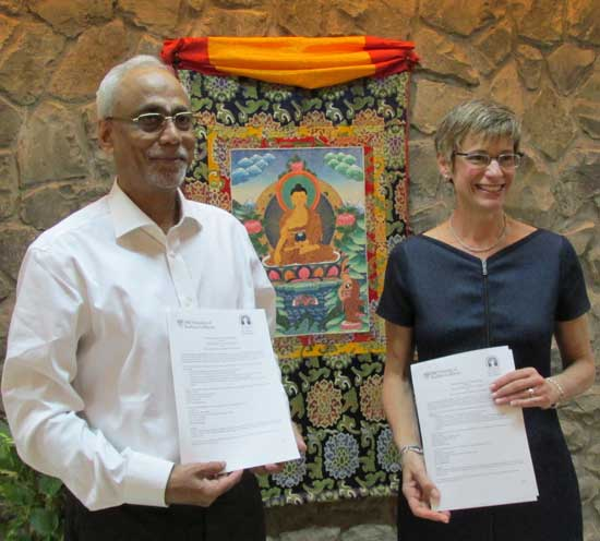 Professor S. Parasuraman, director of the Tata Institute of Social Sciences, and USC Provost Elizabeth Garrett at the Memorandum of Understanding signing ceremony