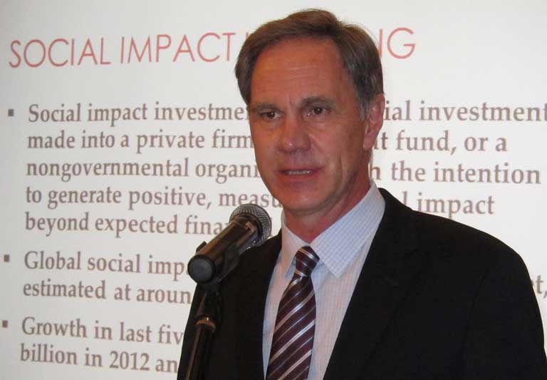 USC Price Dean Jack H. Knott assesses the social impact of philanthropy. (USC Photo/Ginger Li)