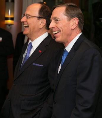 USC President Nikias and David Petraeus (USC Photo/Tom Queally)
