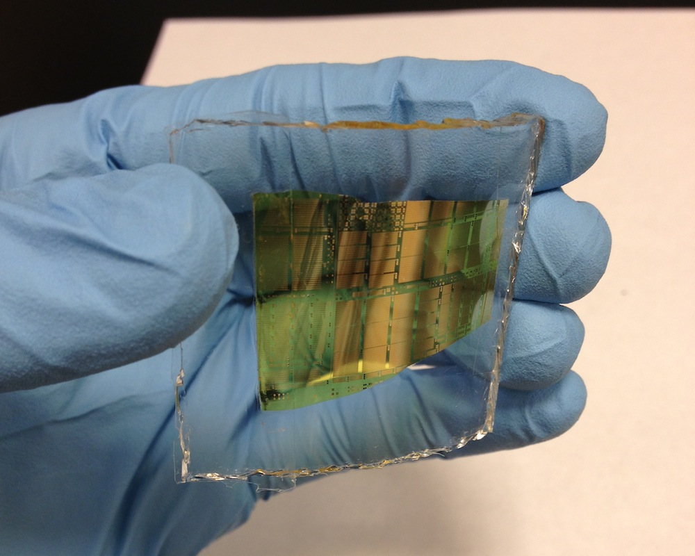 Chongwu Zhou and his team are creating  energy-efficient circuits by integrating carbon nanotube (CNT) with thin film transistors. (Photo/ Chongwu Zhou).