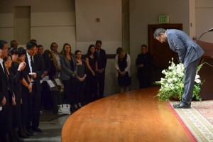 USC Dean of Religious Life Varun Soni bows to Xinran Ji's family at a memorial ceremony. (USC Photo/Gus Ruelas)