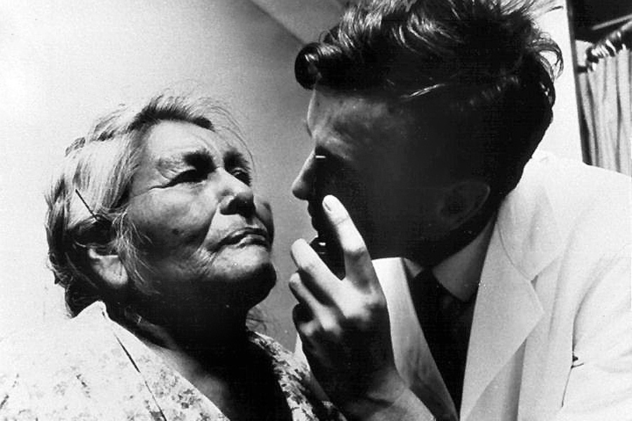 A doctor examines a Native American patient. (Photo/courtesy of U.S. National Library of Medicine)