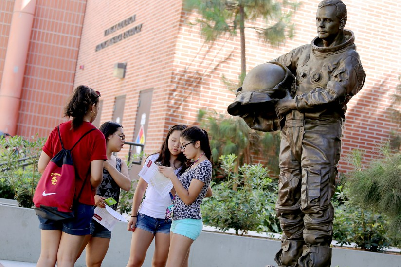 GeoScavenge_2014_Neil Armstrong_statue