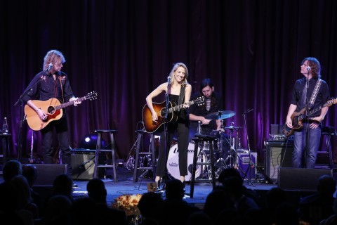 "Sheryl Crow performs at the USC Institute of Urology's annual ""Changing Lives and Creating Cures"" gala.(USC Photo/Steve Cohn)"