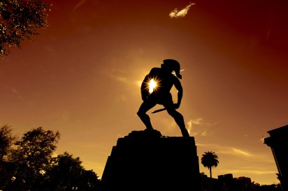 Tommy Trojan at sunset