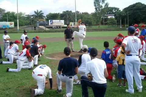 Alumnus Bob Oettinger works to promote baseball in Nicaragua
