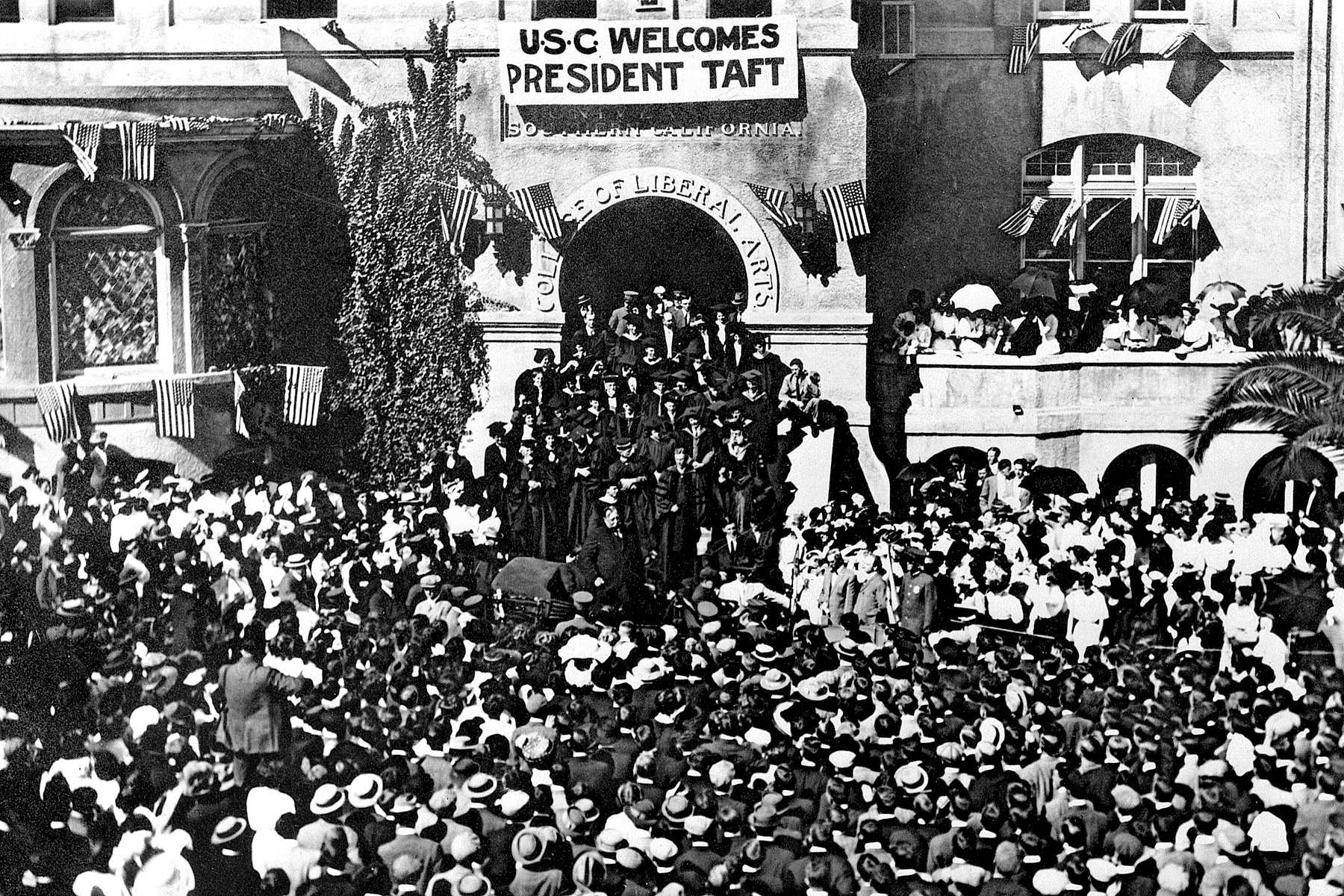 1911: President William Howard Taft visits the USC campus.