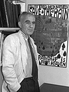 Mednick, seen here in 1987, taught at USC Dornsife for 31 years. (Photo/Irene Fertik)