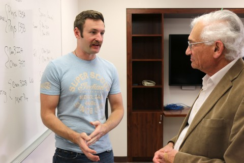 First-year student Benjamin Sturgess talks with Larry Singer, faculty adviser for USC Dornsife's Postbaccalaureate Premedical Program.  (Photo/Kelsey Rupp)