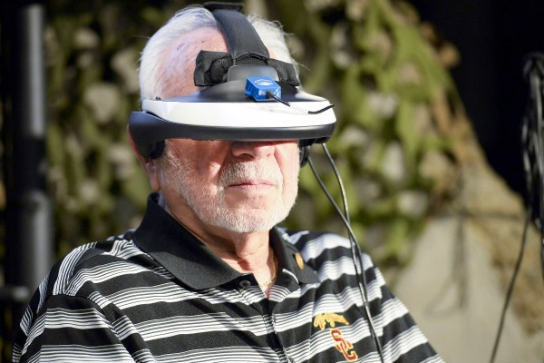 Veteran Joel Hoffman tries virtual reality