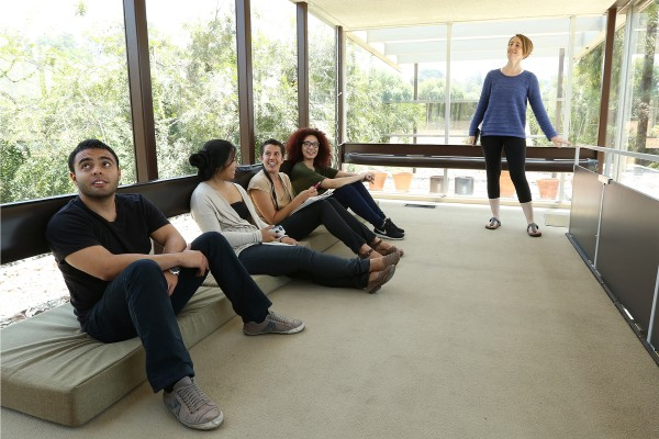Living the california dream through architecture usc news for Pool design meindl