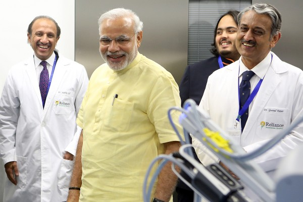 USC Institute of Urology begins international relationship with India's newest hospital