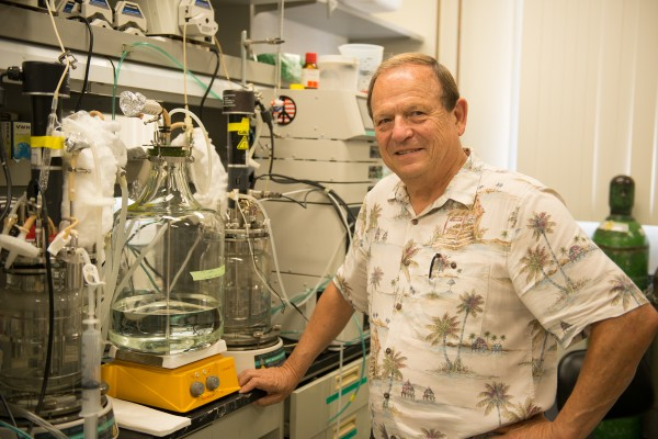 While skeptical about the existence of life on Mars, USC Dornsife Professor Kenneth Nealson believes its discovery would be among the greatest breakthroughs in science. (Photo/Peter Zhaoyu Zho)