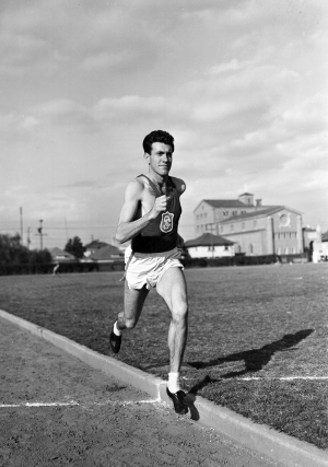 Longtime USC Trojan Louis Zamperini '40 on the track in 1938.