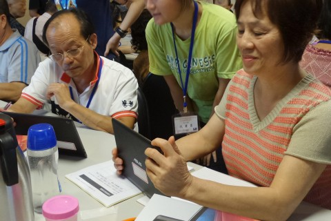 Seniors using tablets
