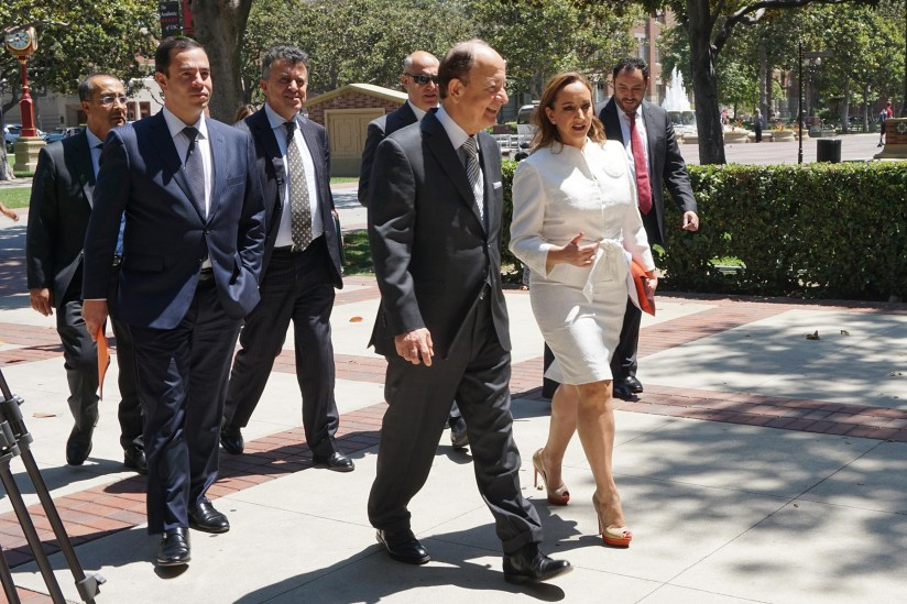 Nikias and Mexican officials