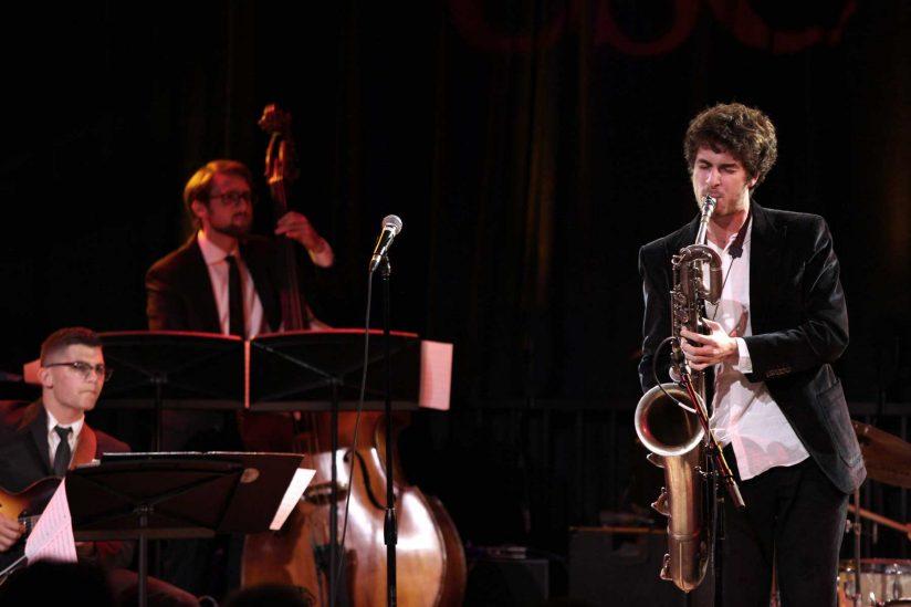 Henry Solomon performing