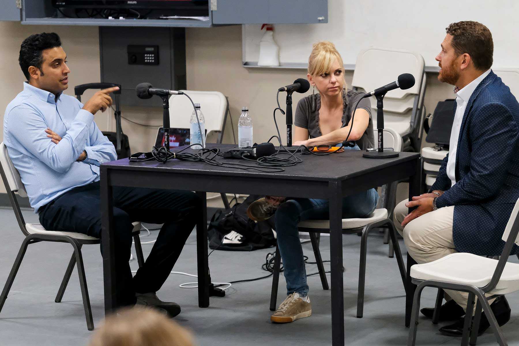 Actress Anna Faris Brings Her Podcast Skills To The Front