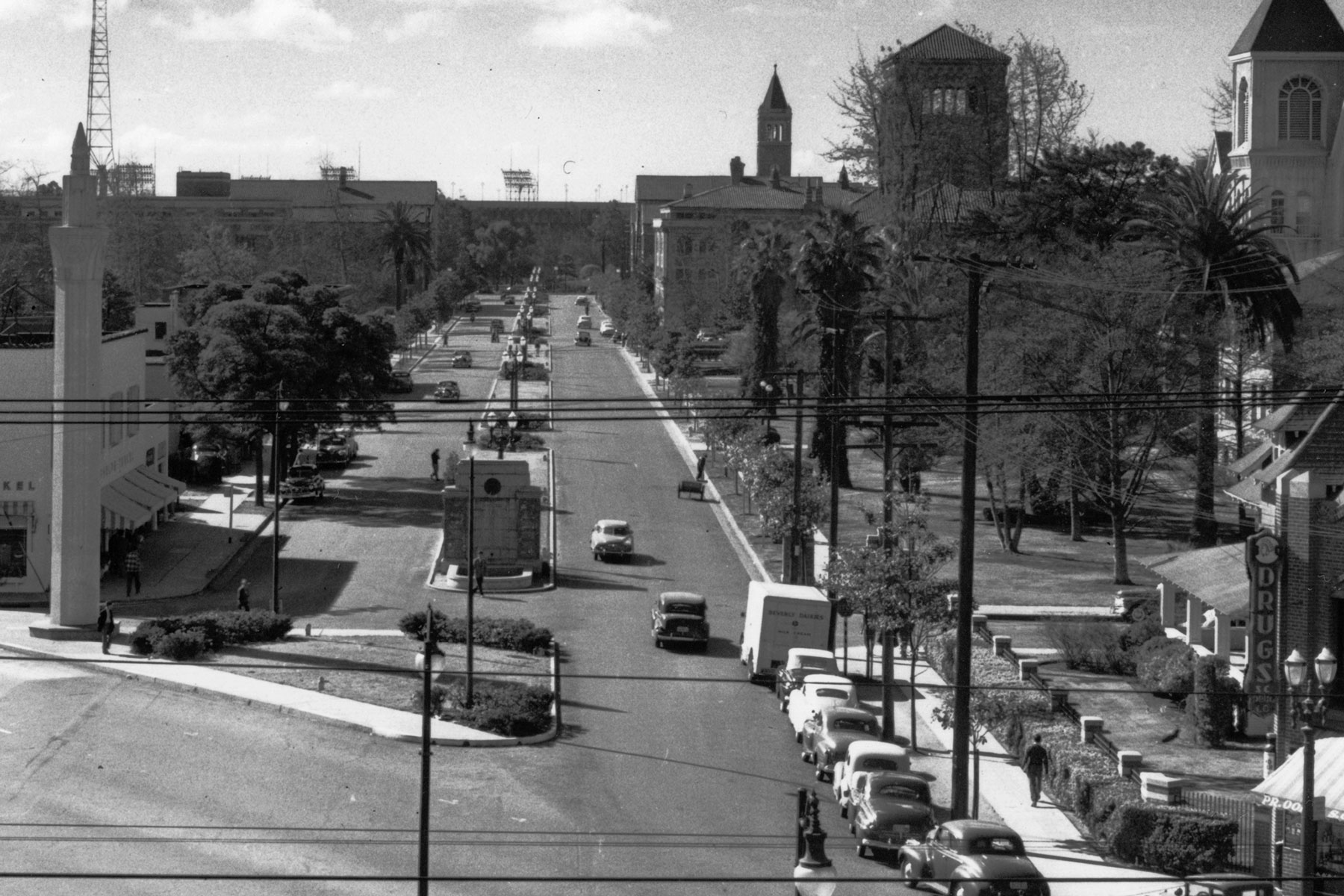 History of the USC campus: University Avenue, now Trousdale Parkway, as a through street (Photo/Courtesy of USC Libraries)