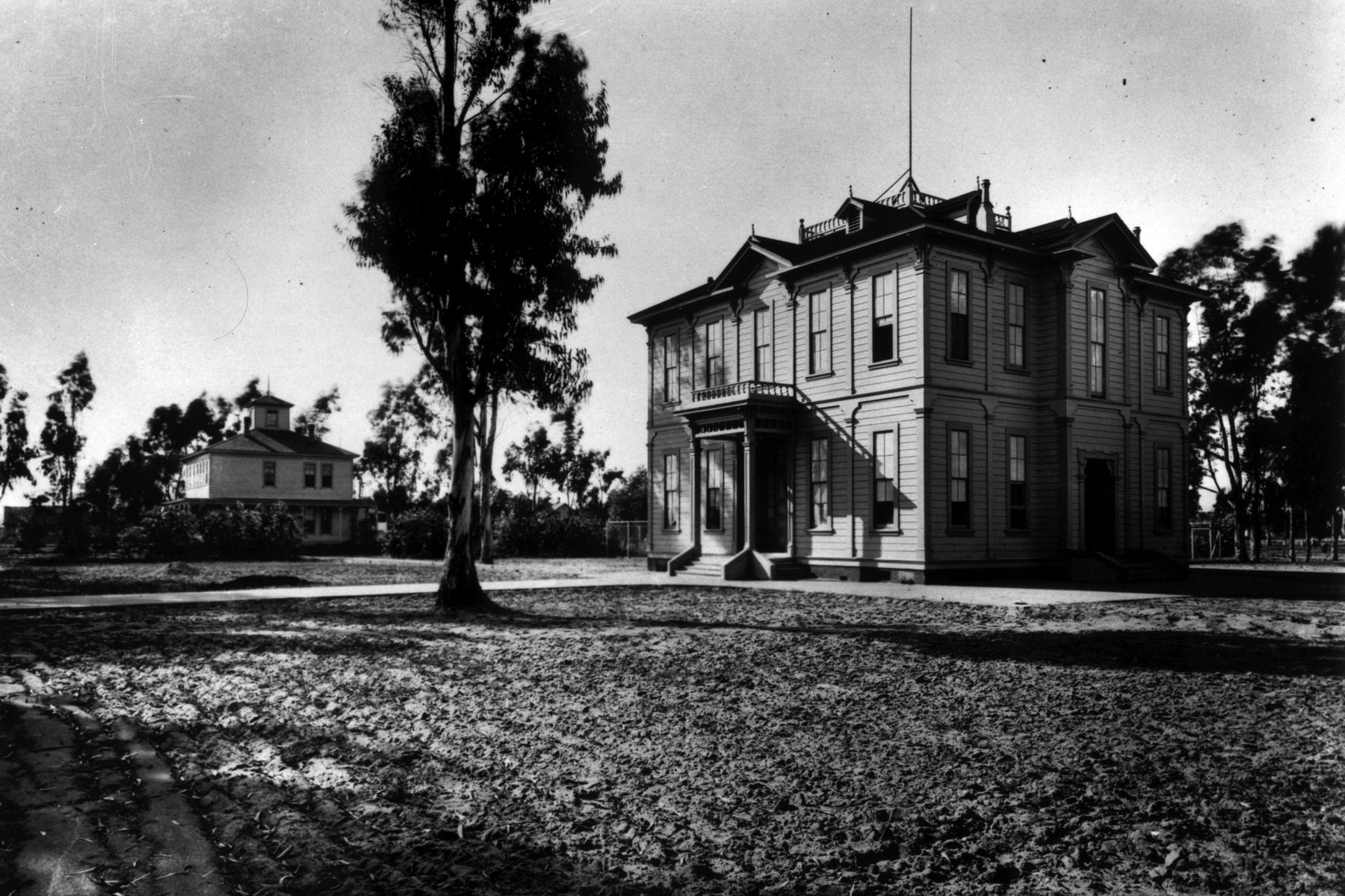 History of the USC campus: Widney Alumni House in its original location (Photo/Courtesy of USC Libraries)