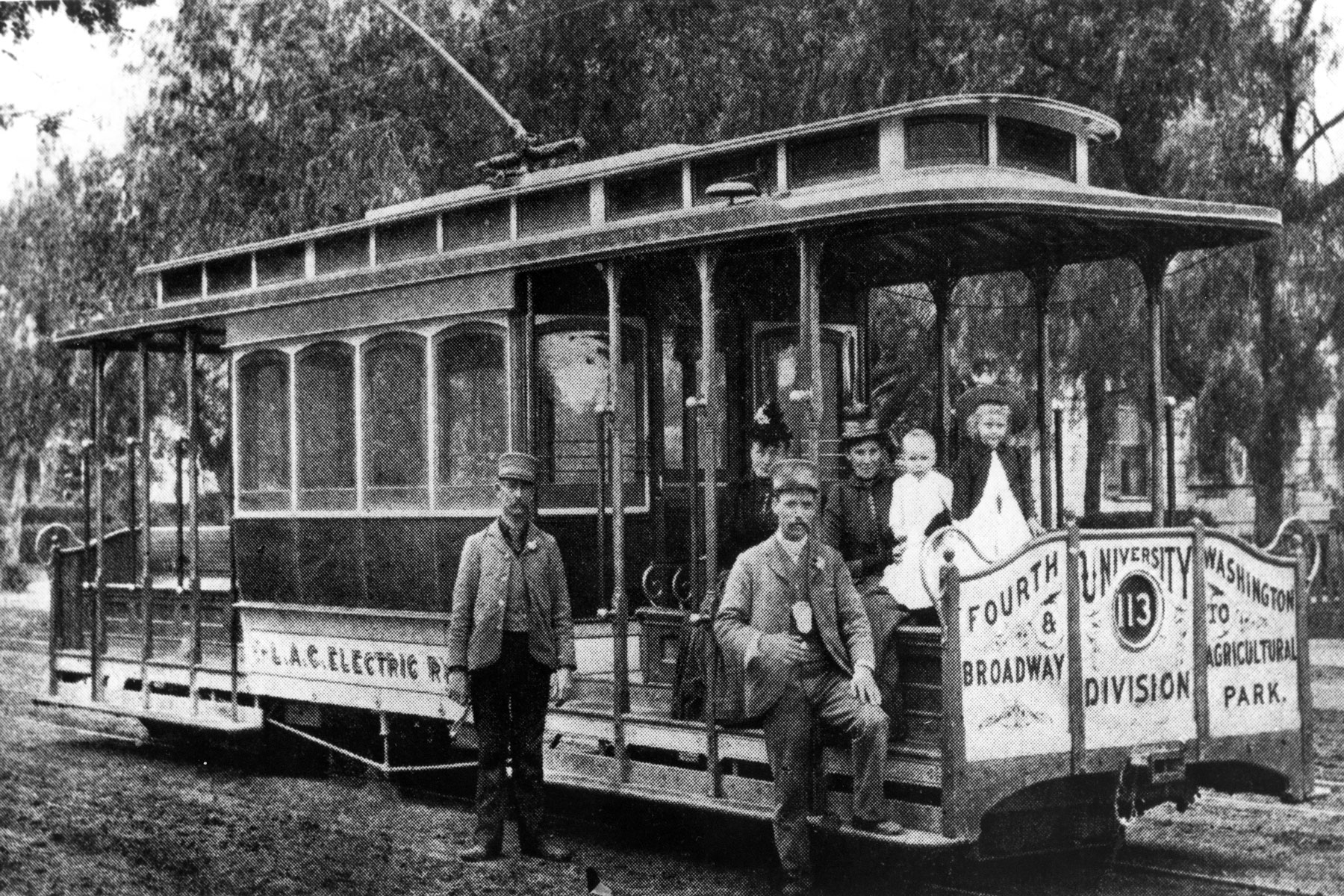 History of the USC campus: Streetcar on campus (Photo/Courtesy of USC Libraries)