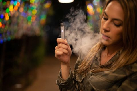 E-cigs and cancer: Woman vaping