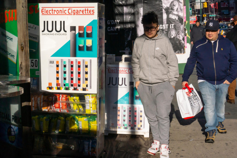 U.S. teen vaping numbers climb, fueled by Juul and mint flavor