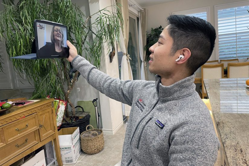 USC students teach tech to older adults